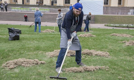 Employees of Power machines took part in the «Art-Subbotnik» in the Mikhailovsky Garden in St. Petersburg